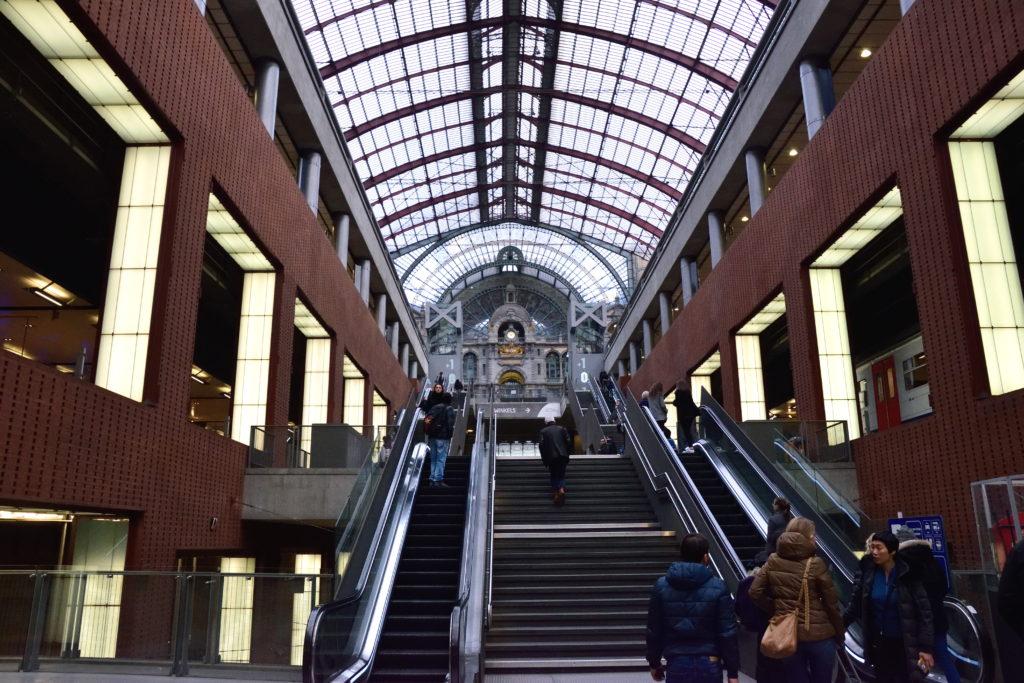 立体構造のアントワープ駅