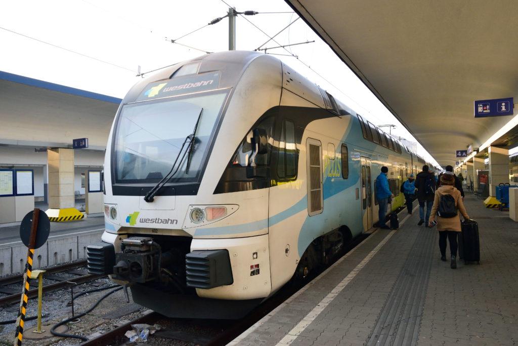 ウィーン→ザルツブルクの地域鉄道の列車
