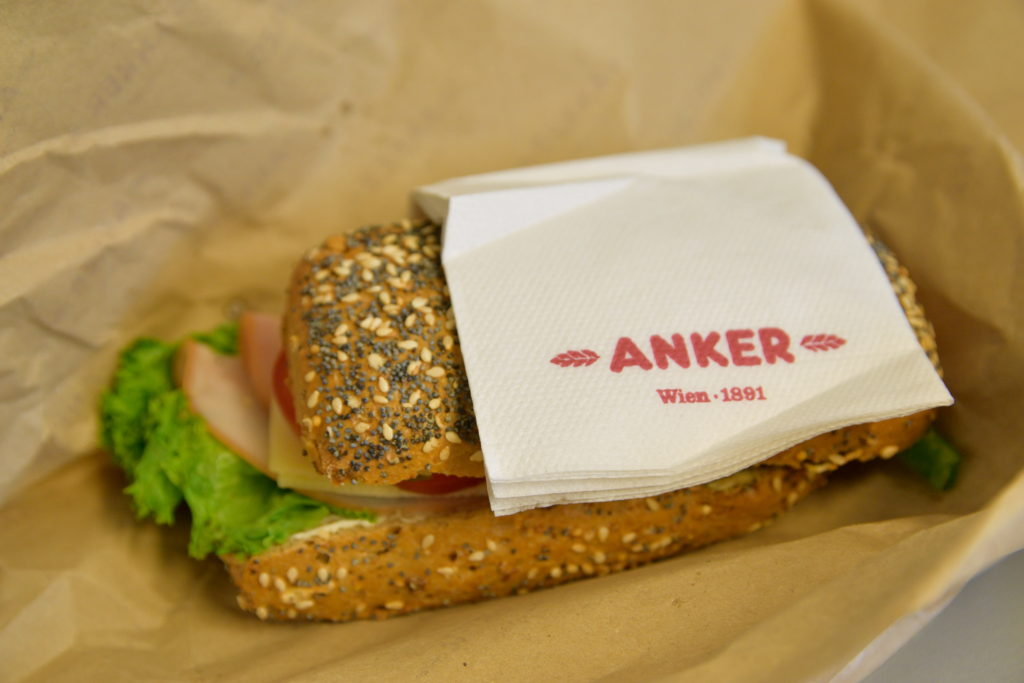 ウィーンの駅で買ったサンドイッチ