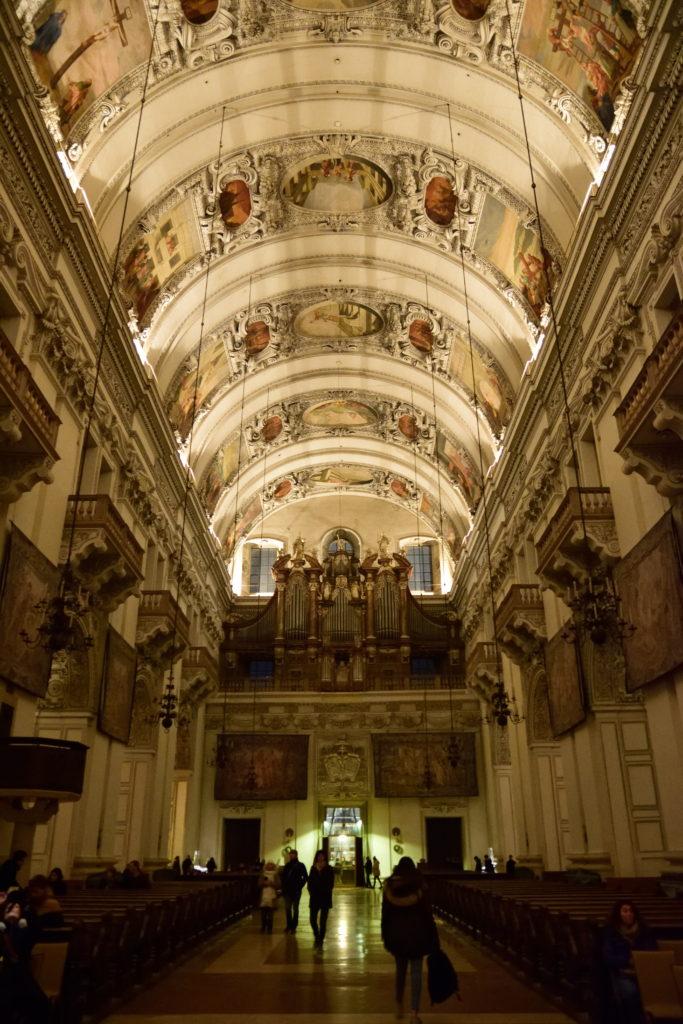 ザルツブルクの大聖堂の内装