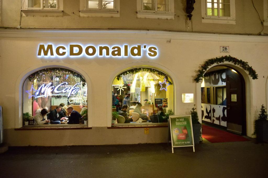 ザルツブルクのマクドナルドの外装