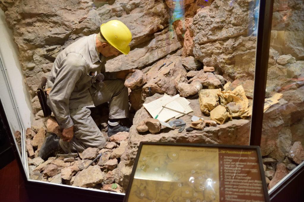 鉱石発掘現場の再現模型