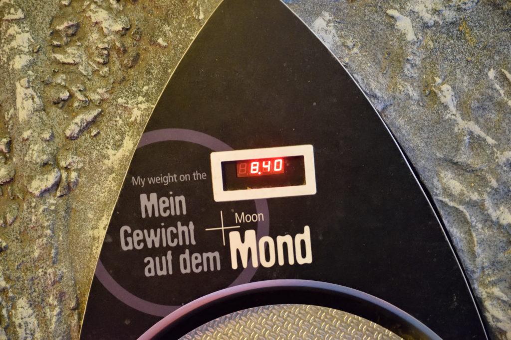 月での体重がわかる体重計