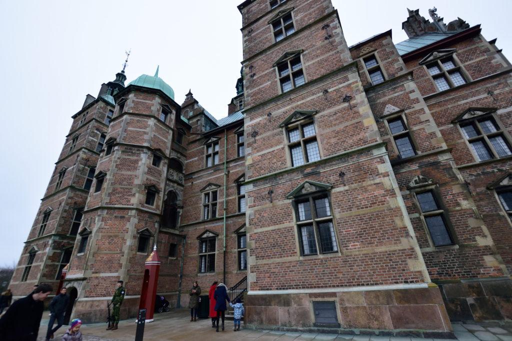 ローゼンボルク城の寄りの外観