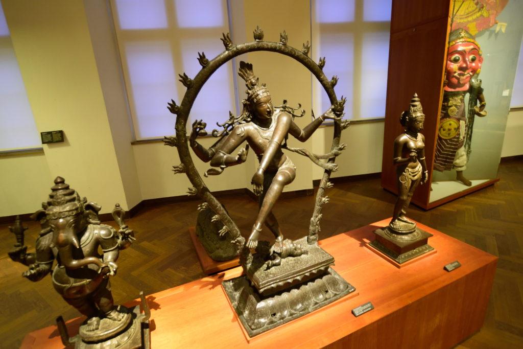仏教の銅像