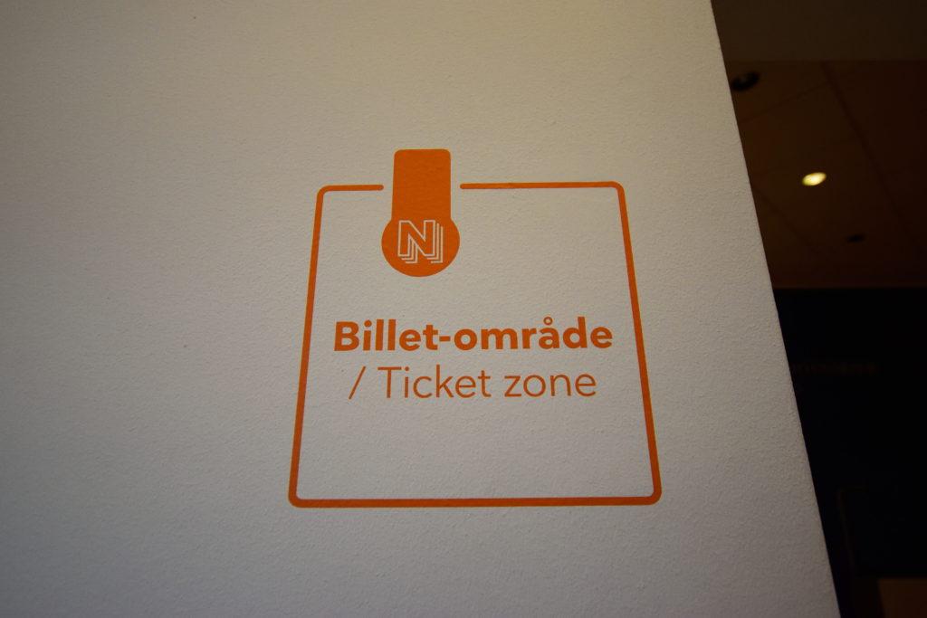 有料ゾーンを示す標識