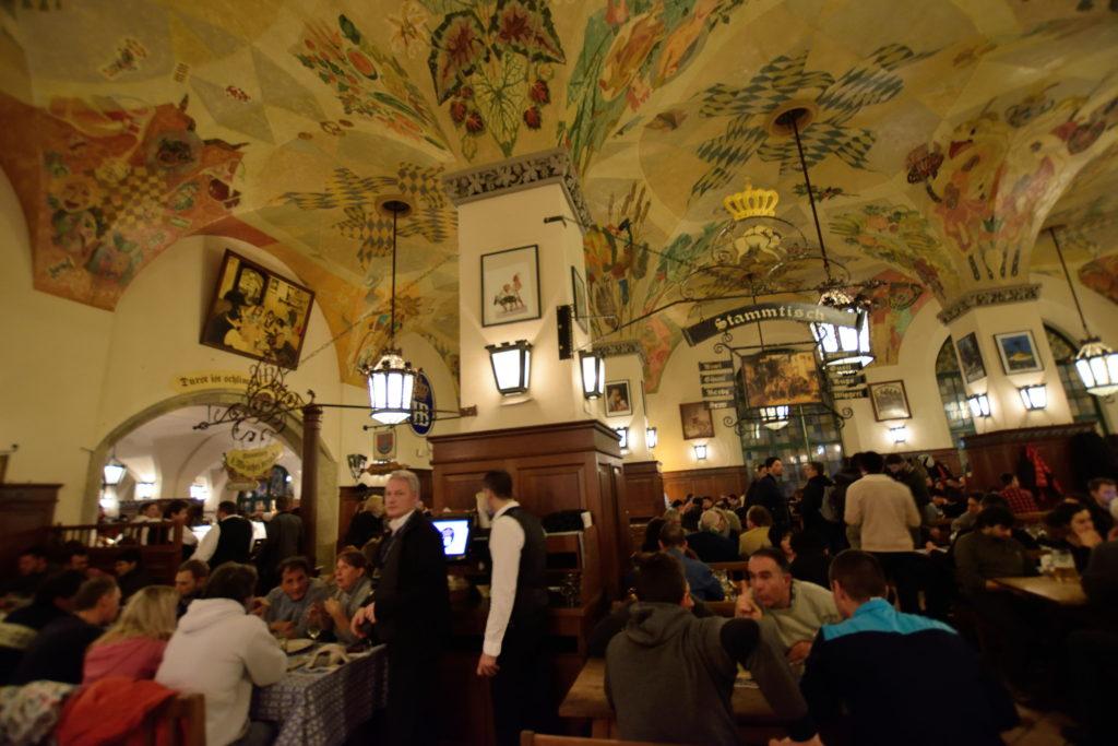 ドイツのビアホールの内装