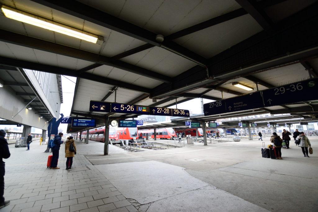 ミュンヘン中央駅近郊列車ホーム