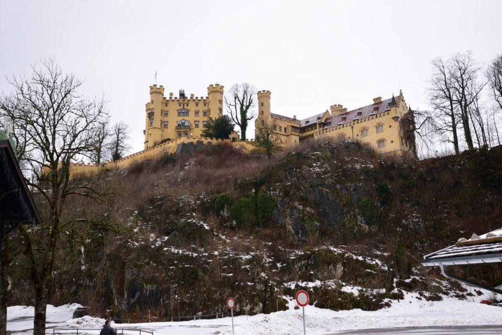 ホーエンシュバンガウ城を下から