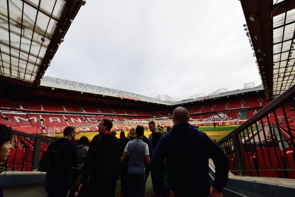 入場口からのスタジアムの眺め