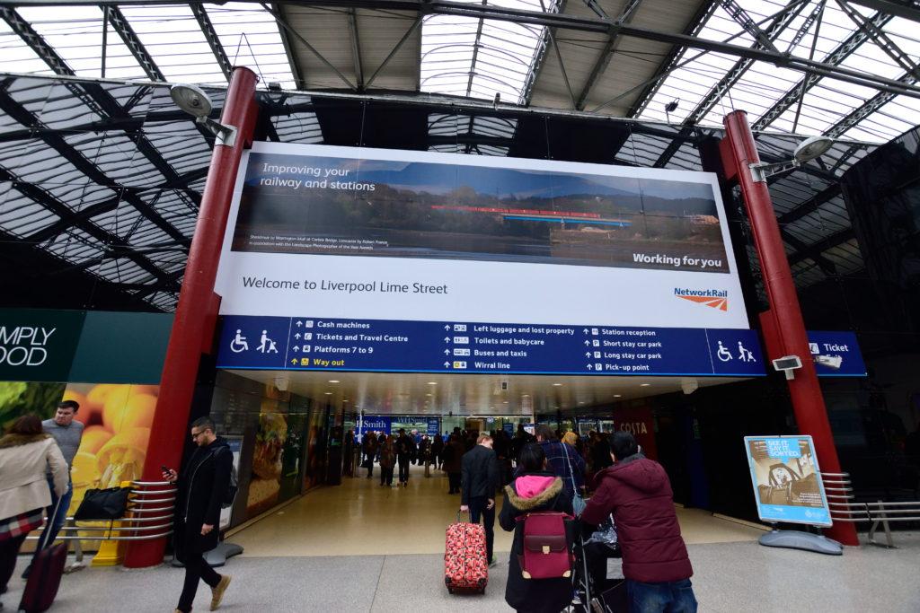 リバプールライムストリート駅の看板