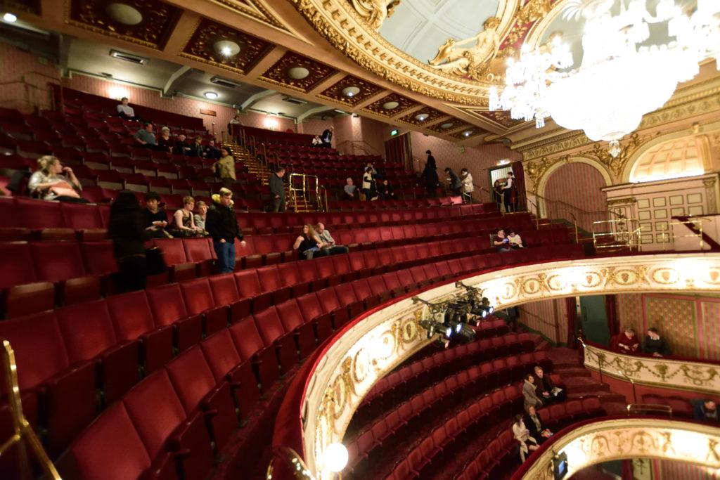 劇場内3階