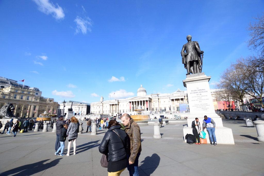快晴のトラファルガー広場