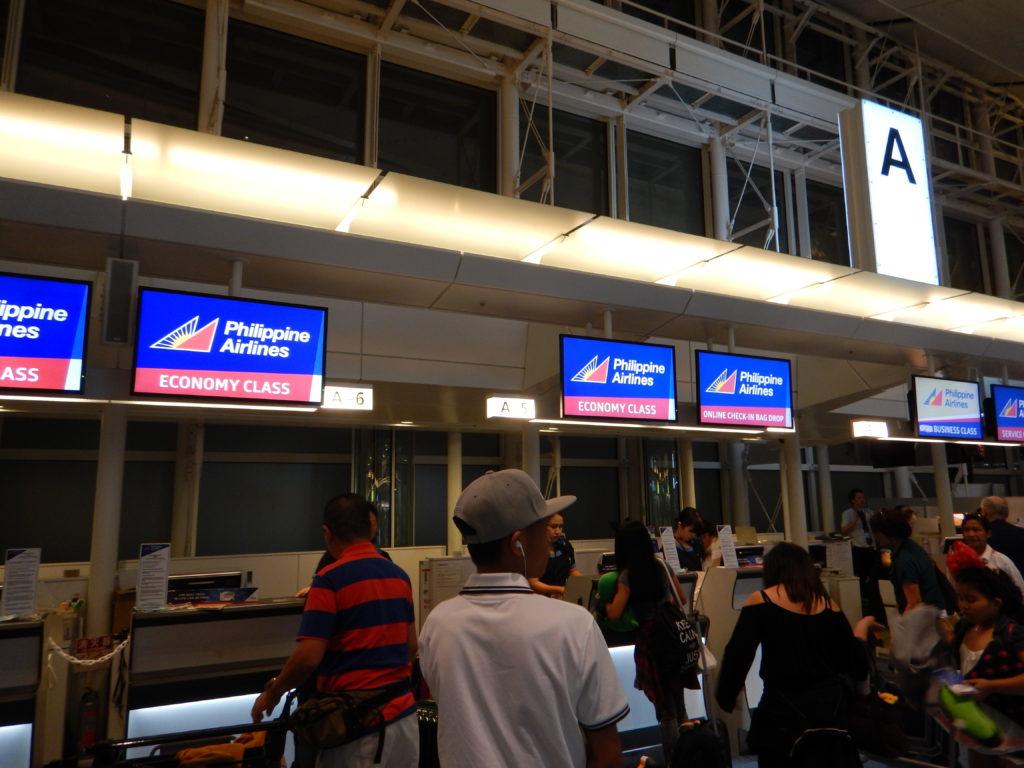 フィリピン航空チェックインカウンター