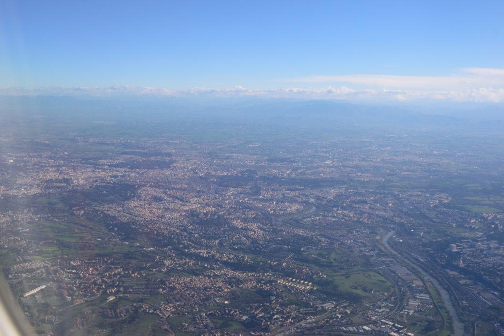 機窓から眺めるローマ市街