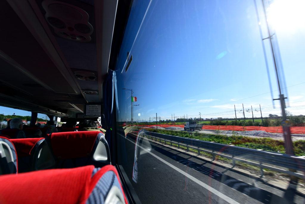 ローマ空港からのバスの車窓