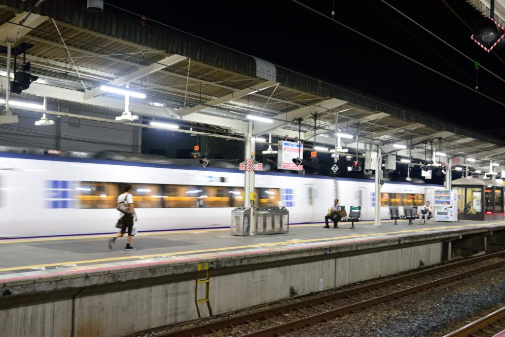 日根野駅を通過するはるか