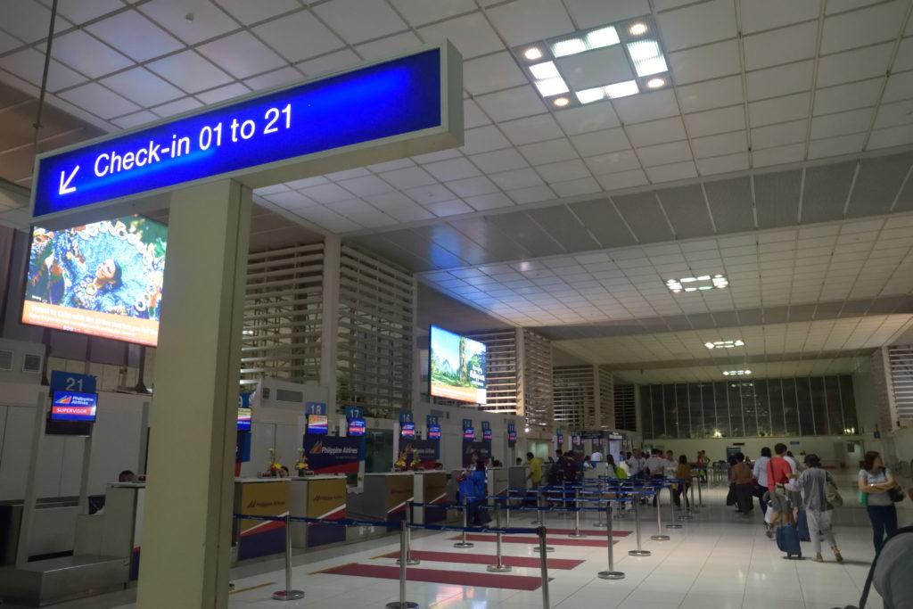 マニラ空港国内線チェックインカウンター