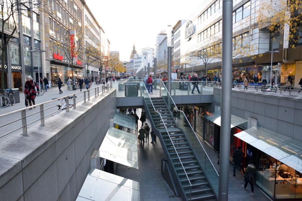 ハノーファー中央駅前の地下道