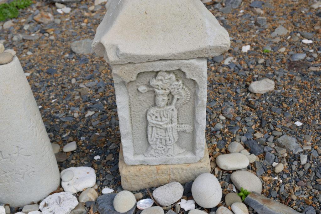 歴史的な石か何か
