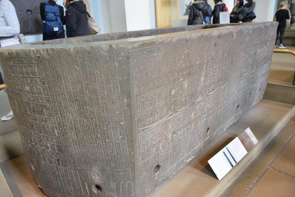 大英博物館にあった石棺の展示