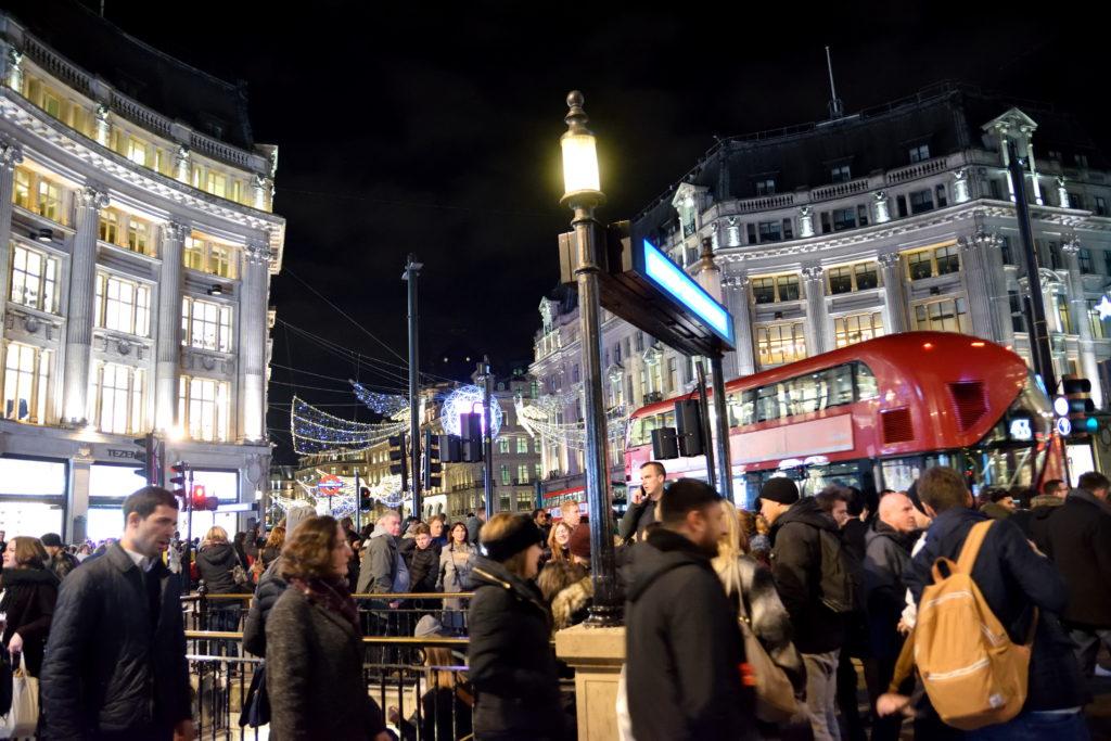 夜のオックスフォード・ストリート