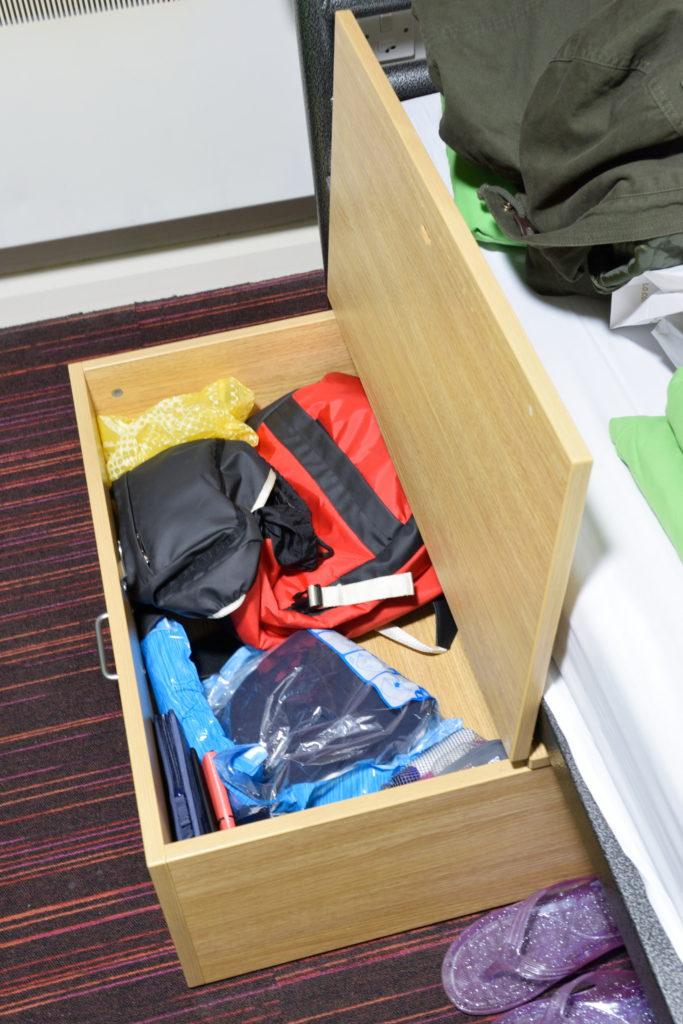 室内の荷物入れロッカー