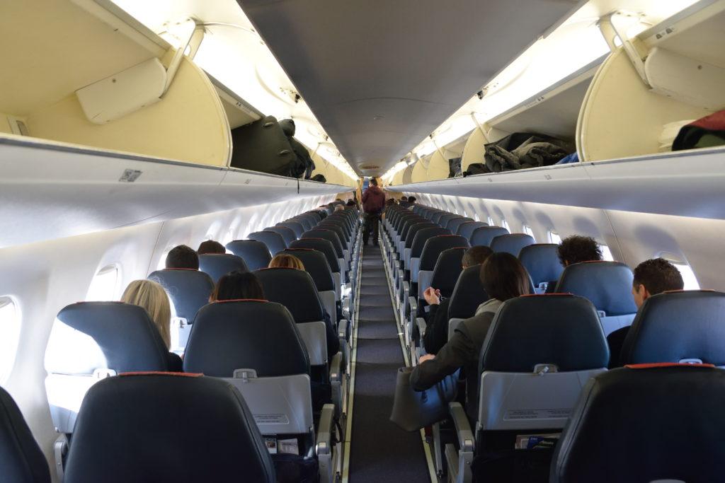 アリタリア航空E190型機機内