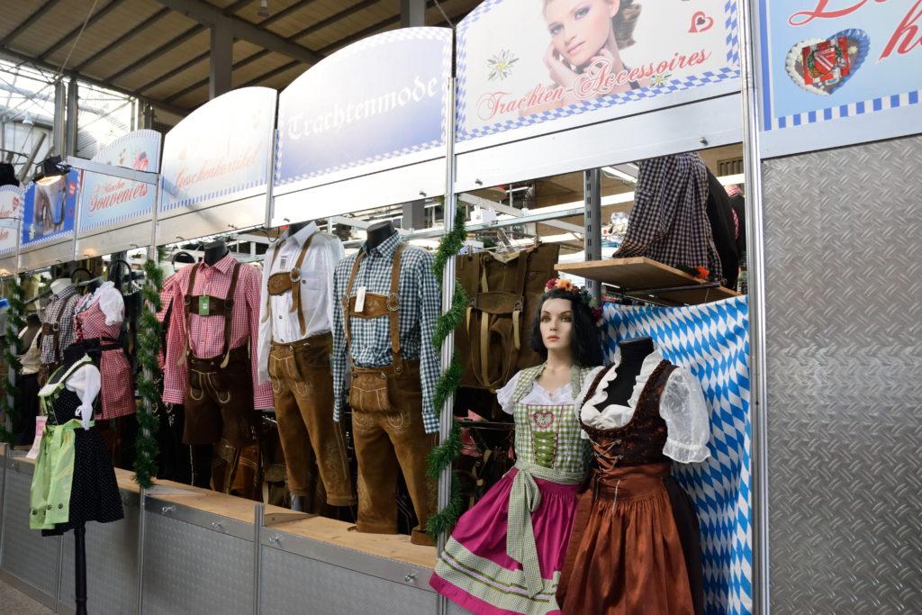 民族衣装の売店