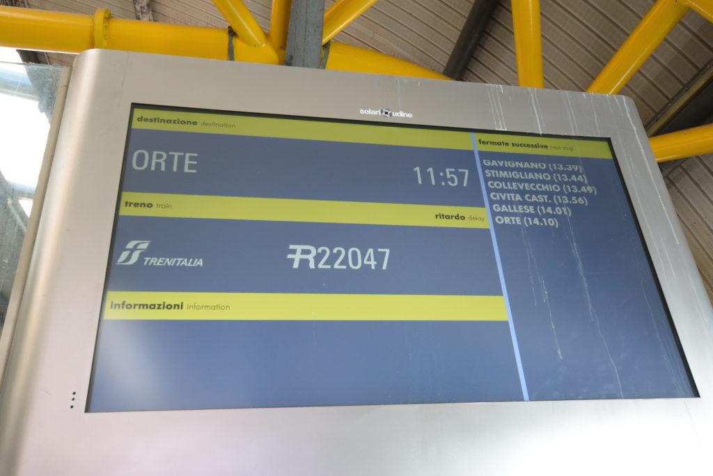 ローマ市内への列車の表示版