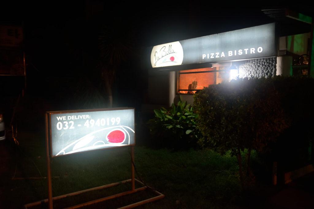 ピザ店外観