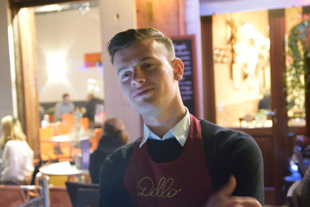 レストランの店員さん