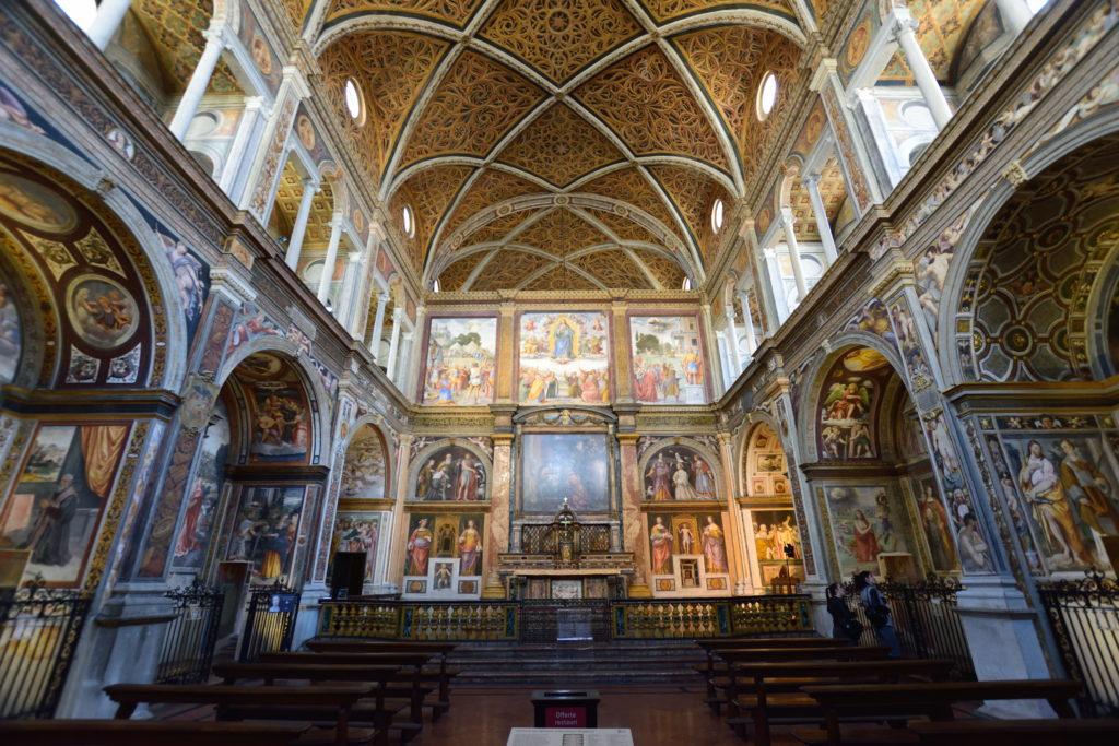 サンマウリツィオ教会の内装