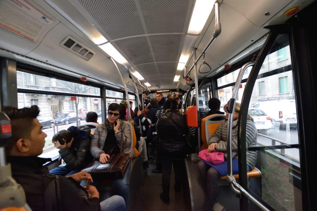 ミランのバスの車内