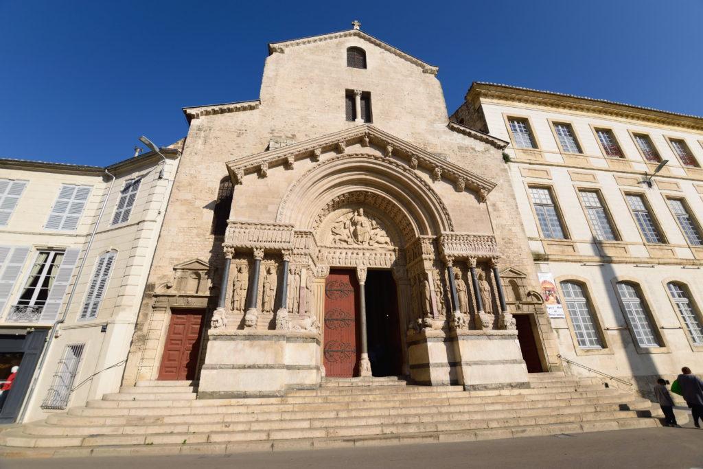 サントロフィーム教会の外観