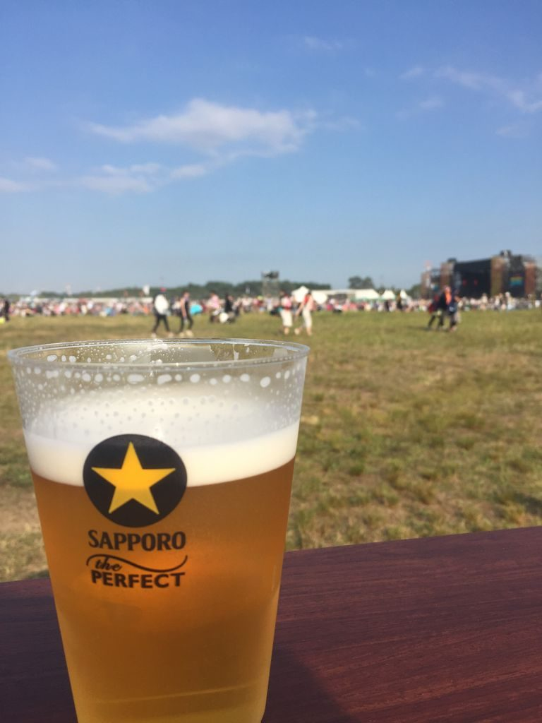 フェス会場でのビールを