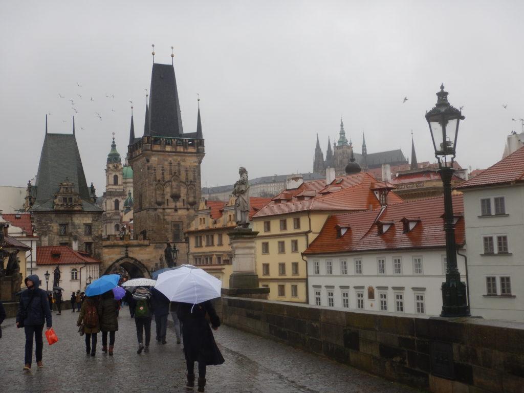 雨のプラハ