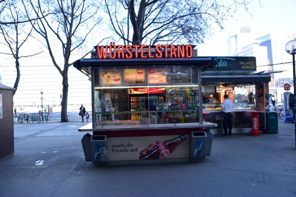 ウィーンの街中のレバーケーゼスタンド