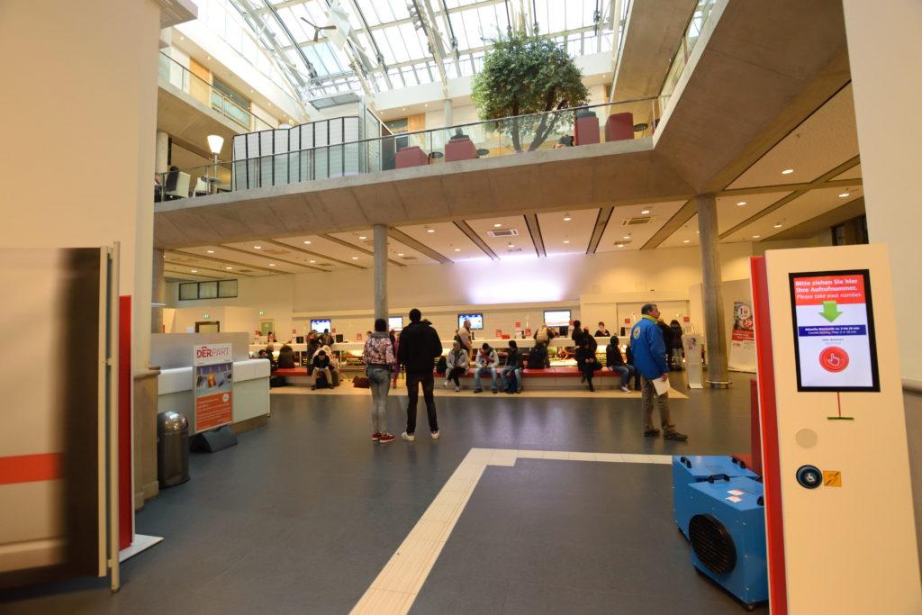 チケットセンターの内部
