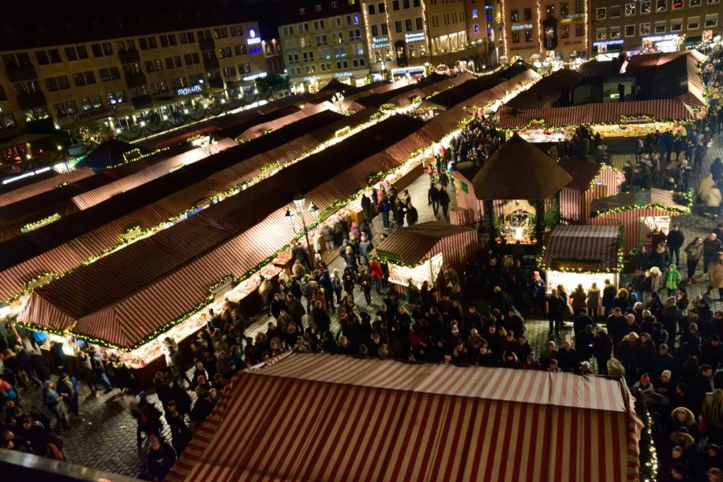 フラオエン教会から見下ろしたクリスマスマーケット