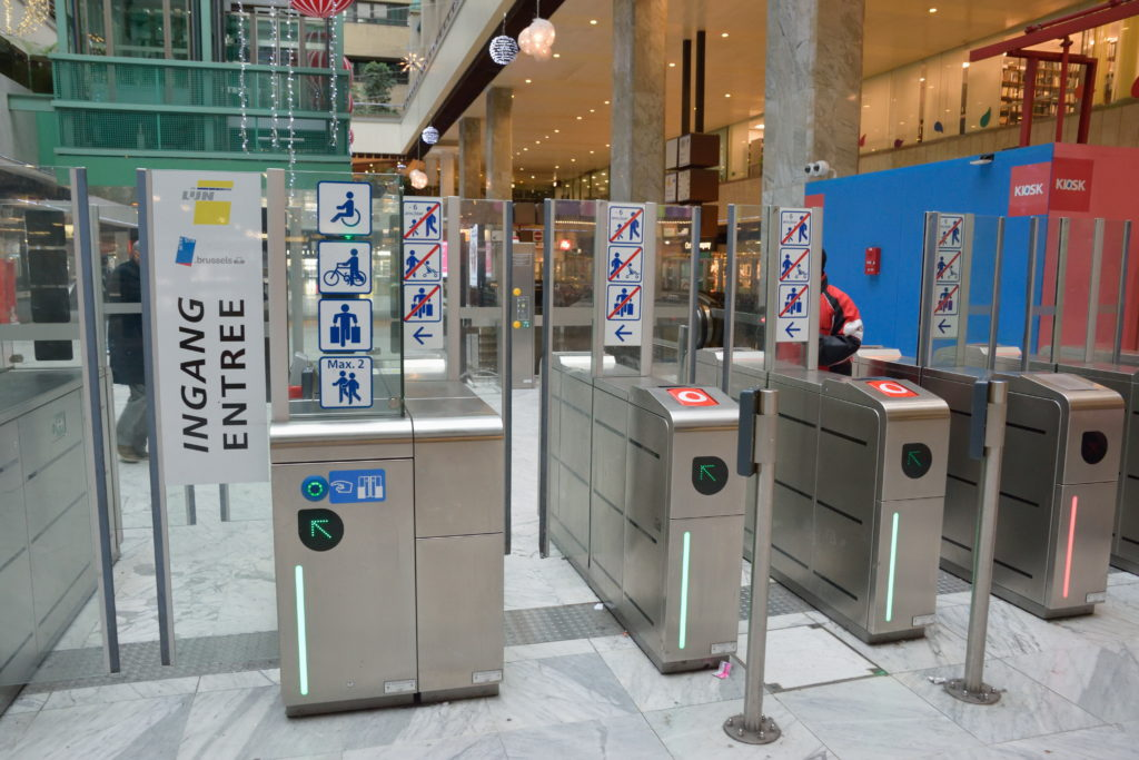 ブリュッセルの地下鉄の改札