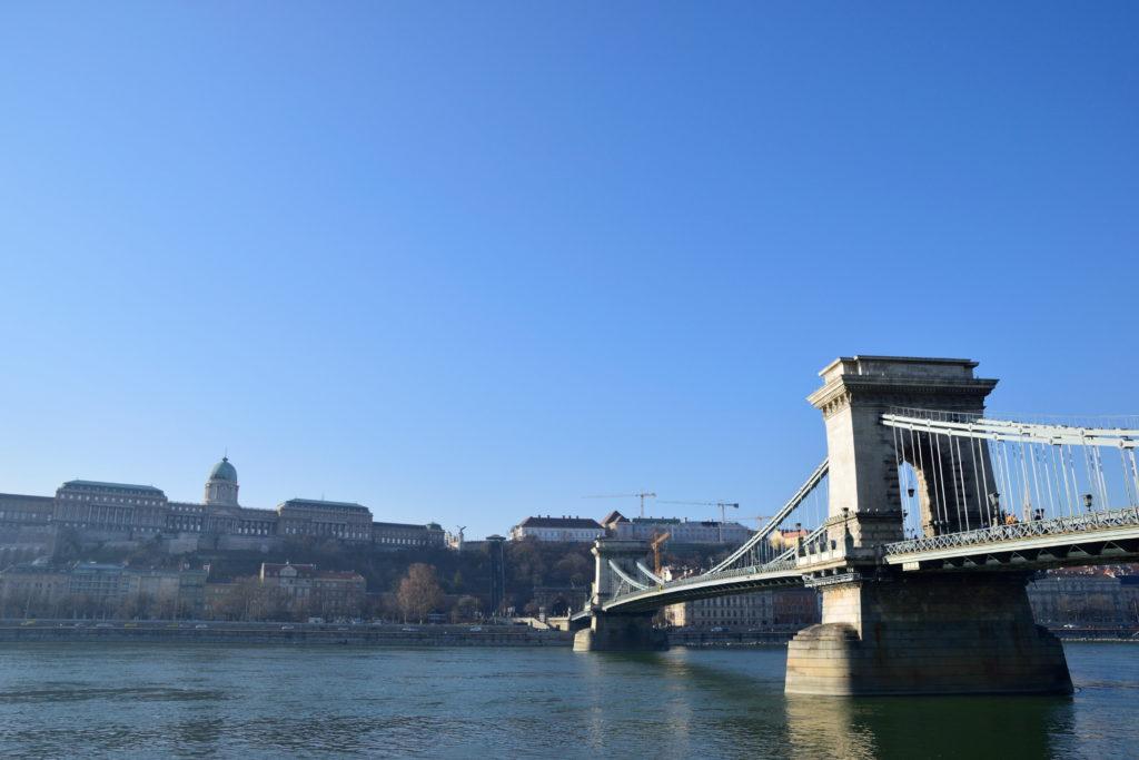 ドナウ川東岸からみたブダペストの街並み