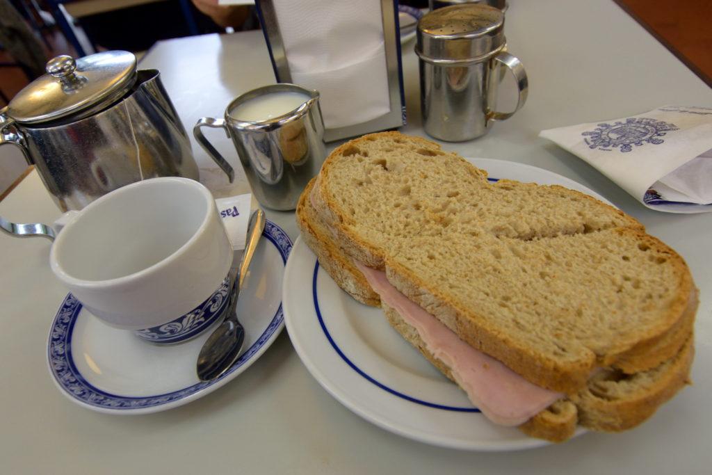 カフェで食べたサンドイッチ