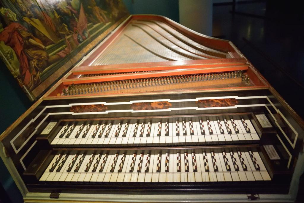 2段ある鍵盤楽器