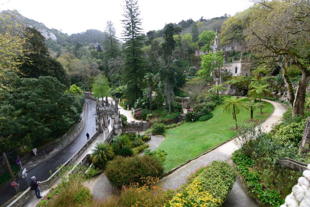 レがレイラ宮殿庭園の内部