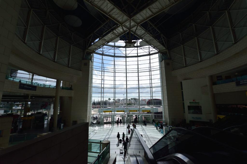 ポルテラ空港のロビー