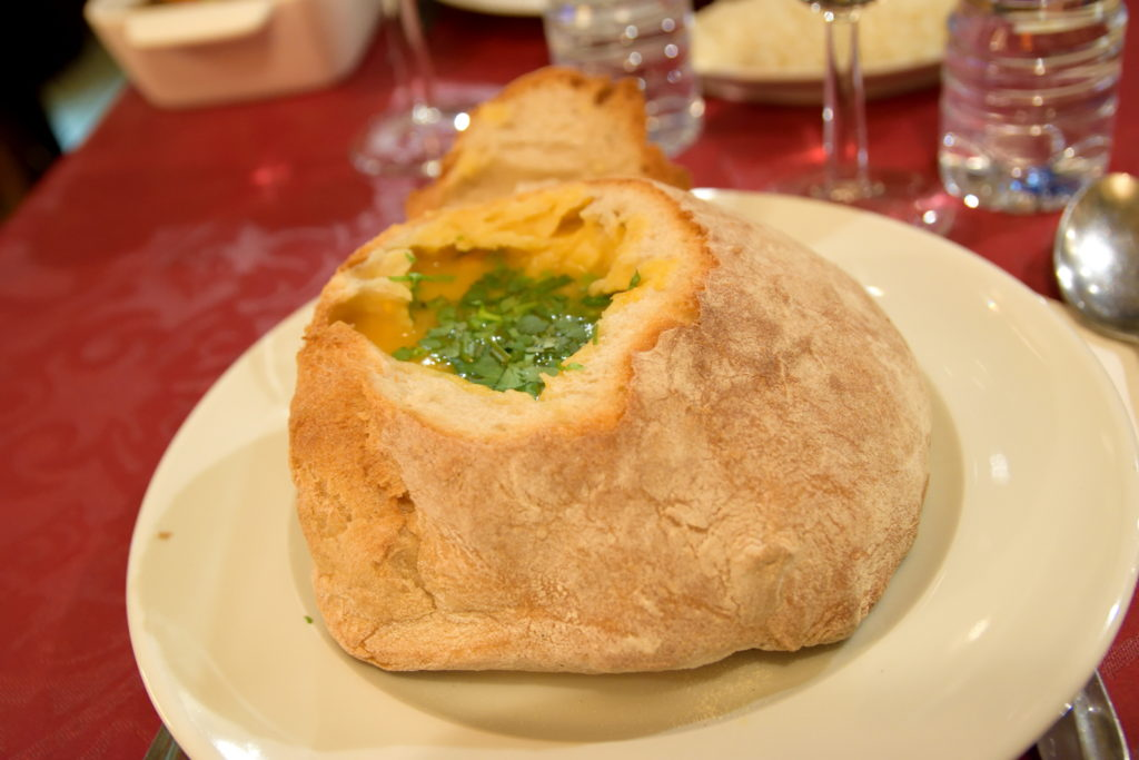 パンを使ったポルトガル料理のスープ