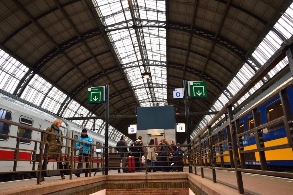 アムステルダム駅ホーム、構内