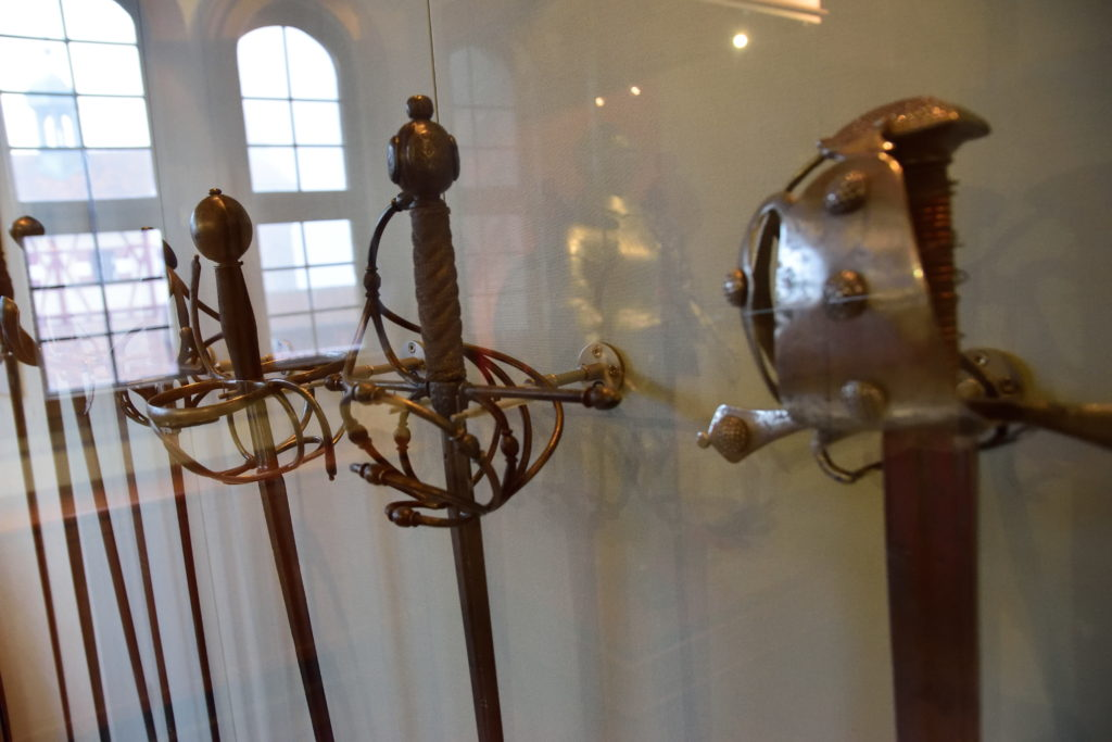 ヨーロッパの中世の剣の鍔