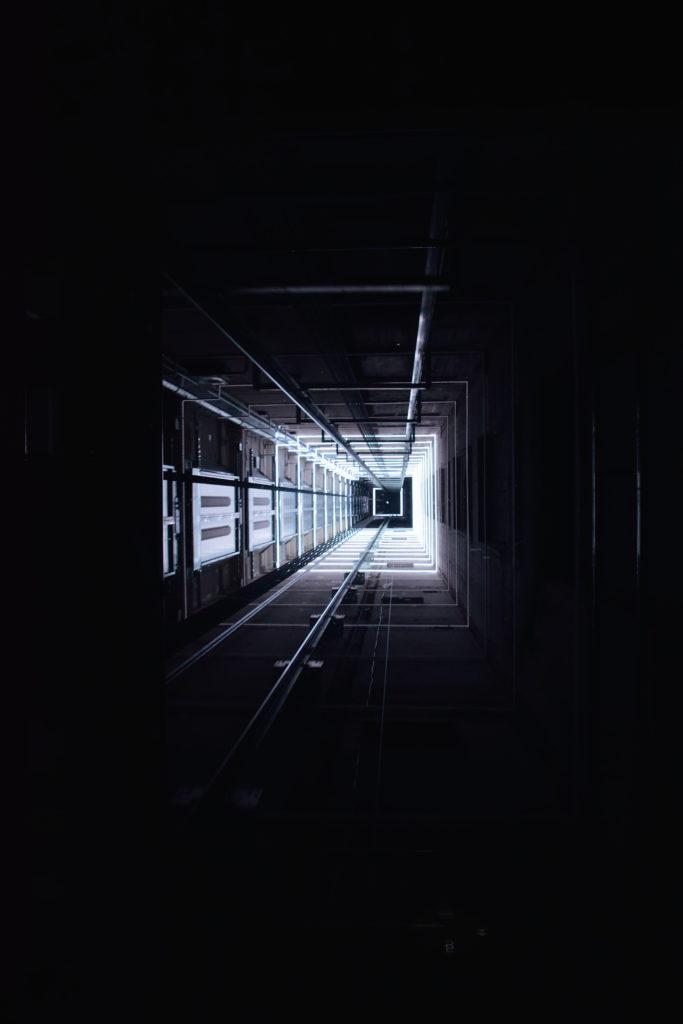 展望スペースへのエレベーター